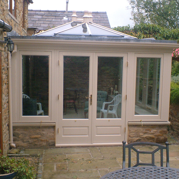 Hardwood bespoke garden rooms brackenwood conservatories ltd for Garden rooms uk ltd